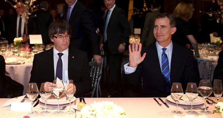 puigdemont_felipe_vi_mobile_world_congress_2016_Gallina_Ilustrada